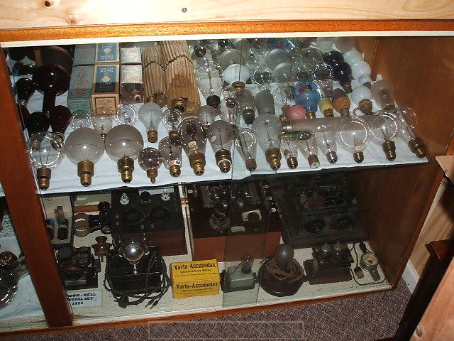 28 - Other lamps_ small radios etc.JPG