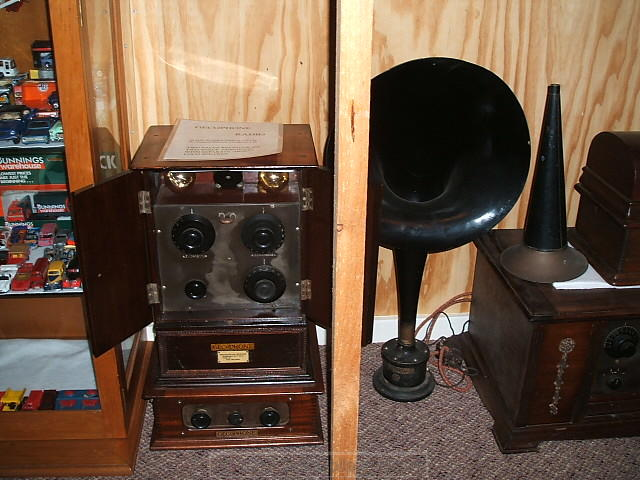 35 - 1923 Gecophone radio and horn speaker.JPG